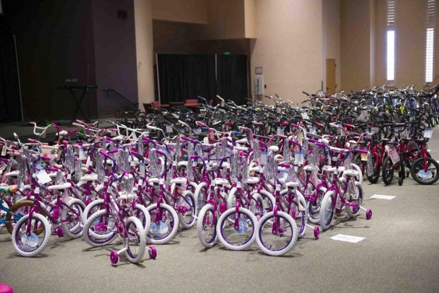 Lotre, nirlaba memberikan sepeda kepada 300 anak asuh | Komunitas kita