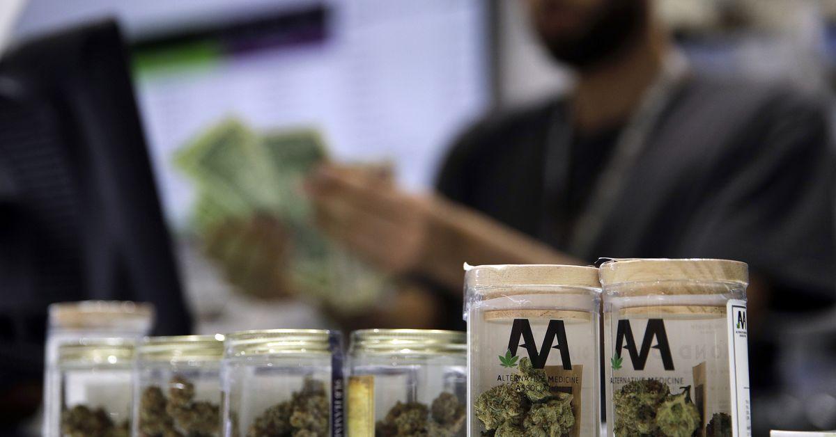 Pritzker didesak untuk menghentikan lotere untuk lisensi mariyuana baru, mengatasi 'ketidakadilan yang diatur' dalam proses aplikasi