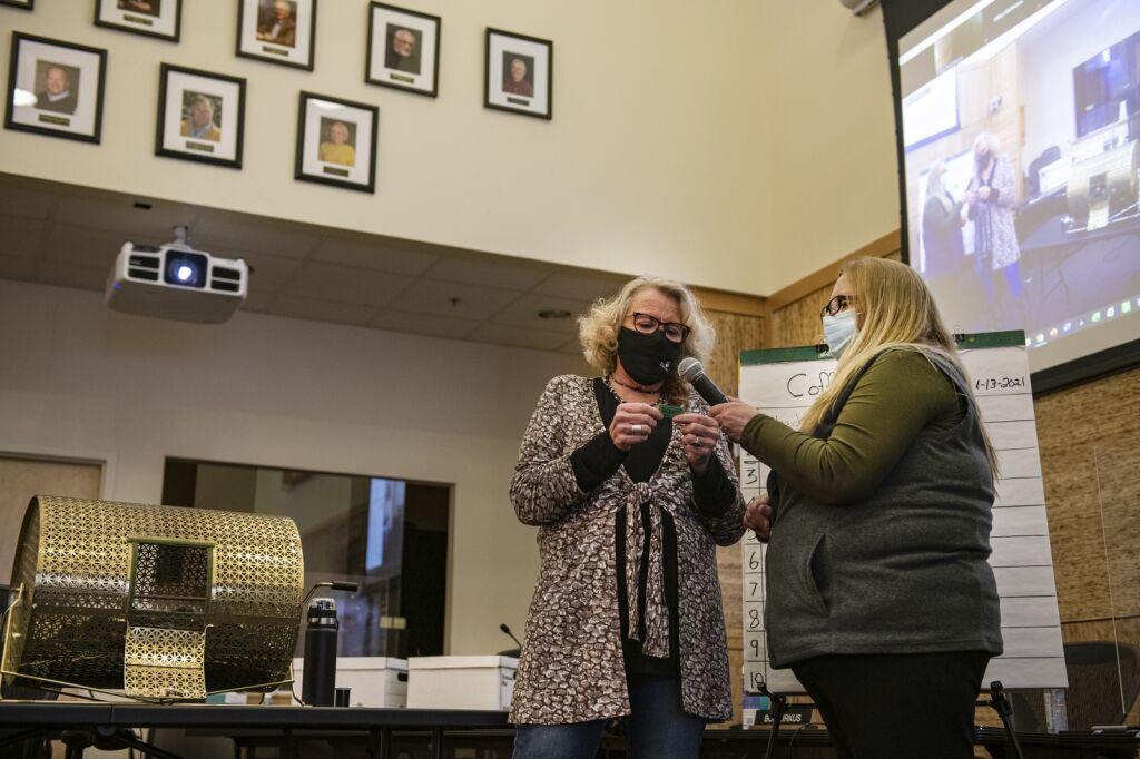 """Rasanya seperti petir menyambar"": Pemenang lotere perumahan Snowmass mengungkapkan rasa terima kasih, kejutan"