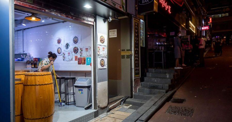 Penerbangan gratis, lotre, uang tunai: insentif vaksin Hong Kong | Berita Bisnis dan Ekonomi