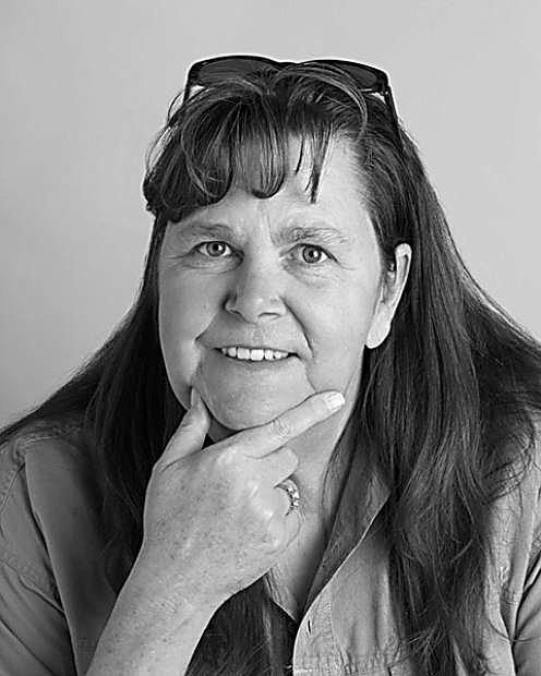Trina Machacek: Lotre piring kertas